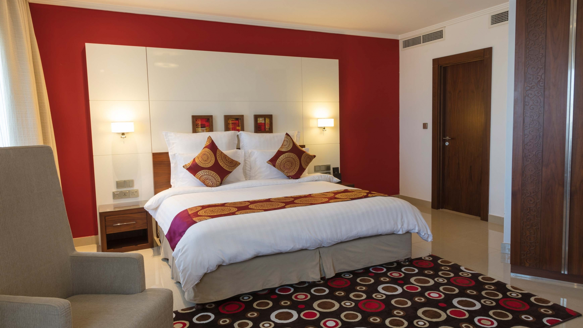 Coral Muscat Hotel & Apartments Restaurants