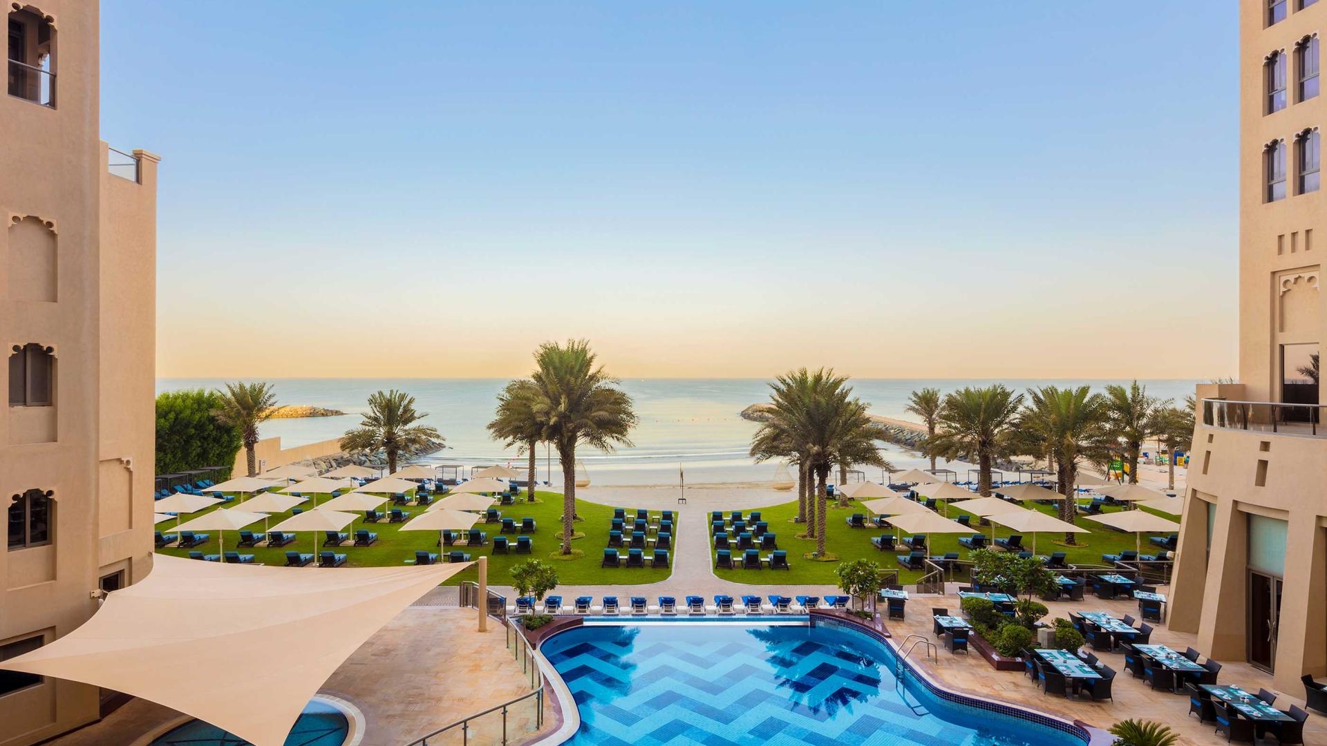 مسابح فندق باهي قصر عجمان