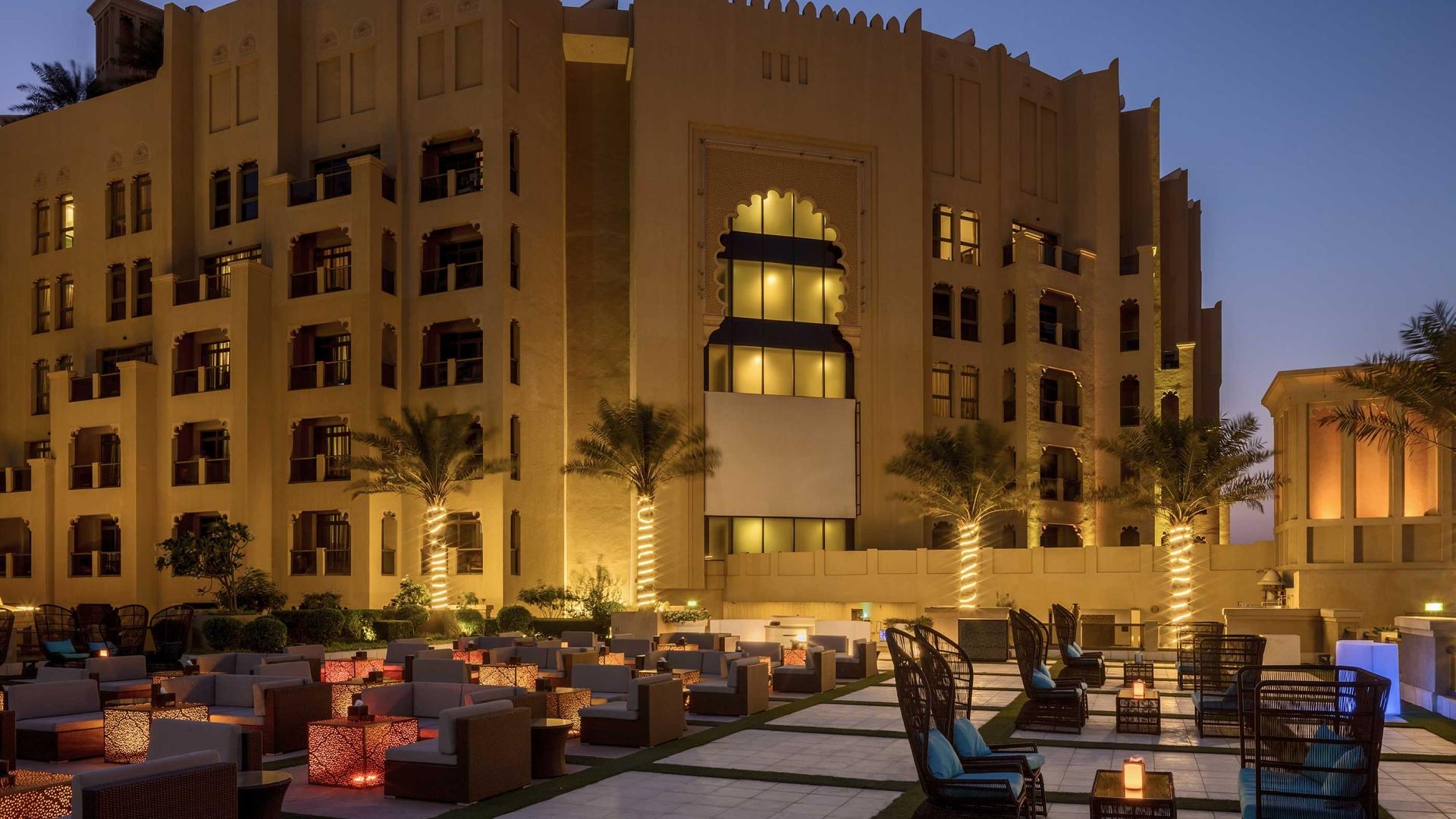 Bahi Ajman Palace Hotel Relaxtion Yard