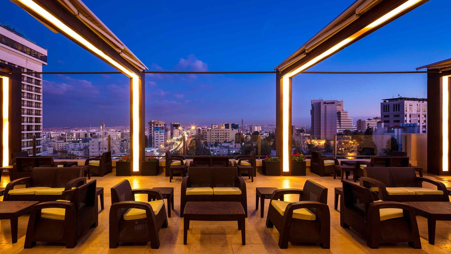 الجلسات الخارجية في فندق كورب عمان