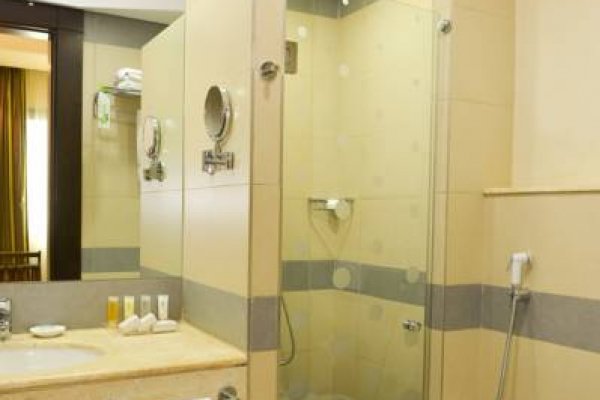 Coral Beirut Deluxe Bathroom