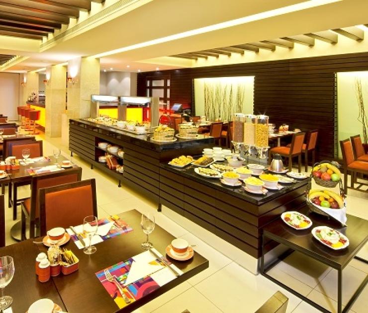Coral Beirut Al Hamra hotel Snug Restaurant