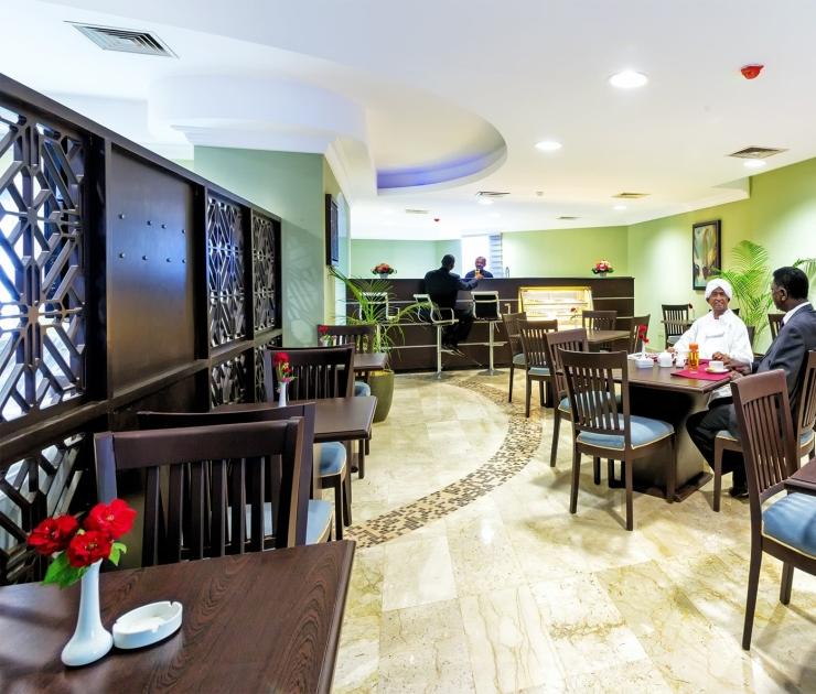 فندق وشقق إيوا الخرطوم مقهى النيل الأبيض